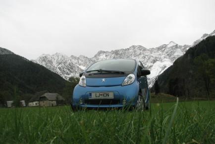 Peugeot_iOn_00