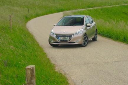 Peugeot_208_14_VTi_01