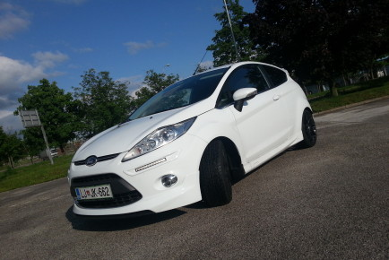 Ford_Fiesta_Deluxe_03