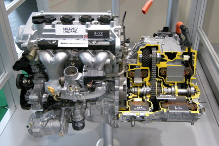 Toyota_1NZ-FXE_Engine_01