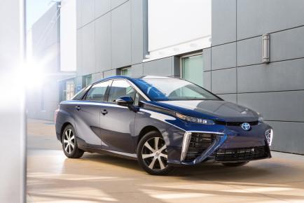 2016_Toyota_Fuel_Cell_Vehicle_Mirai (1)