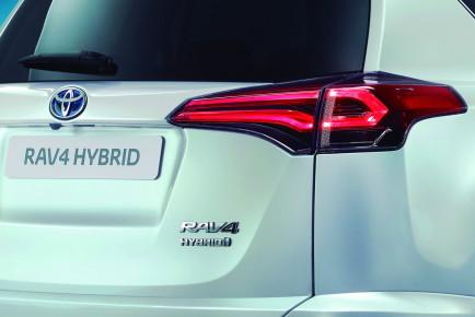 2015_Toyota_RAV4-2