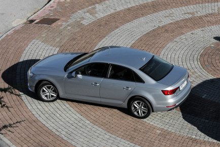 Audi A4-99
