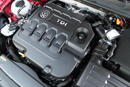 Volkswagen_Golf_GTD_12
