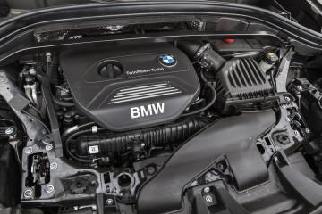 Zaradi prečne vgradnje so se morali šestvaljniki posloviti iz ponudbe BMW X1.