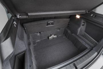 85 litrov več kot doslej: osnovni prtljažnik v dveh etažah