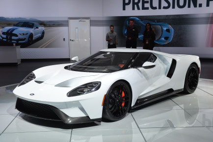 01-2017-ford-gt-white-detroit-1