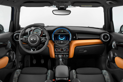 2017-Mini-Hardtop-4-Door-Seven-Special-Edition-interior
