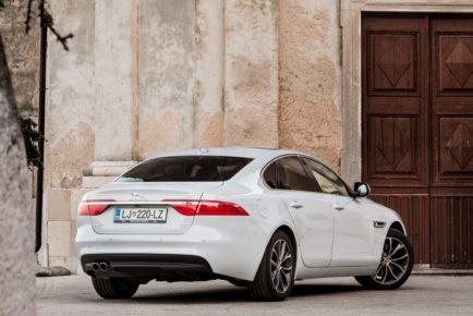 Jaguar_XF_20d_Prestige_000