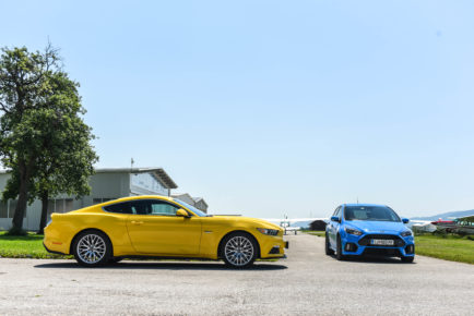 Ford Focus RS in Ford Mustang 5.0 V8_1