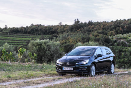 Opel Astra Sports Tourer (19)