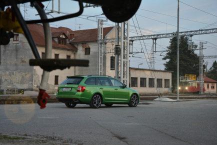 ŠKODA OCTAVIA RS COMBI 2.0 TDI 4X4 DSG 01