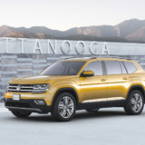2018-Volkswagen-Atlas-front-three-quarter-01