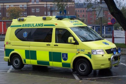 1024px-Yellow_VW_ambulance_with_high_visibilty_marking,_Sweden