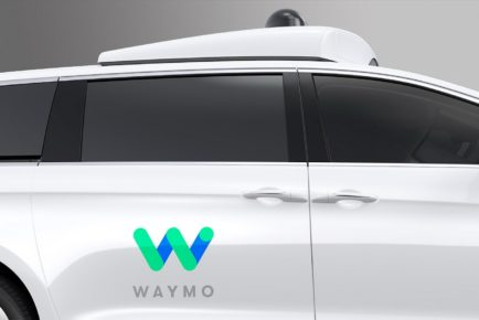Waymo_FCA_Fully_Self-Driving_Chrysler_Pacifica_Hybrid_05
