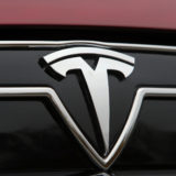 2014-Tesla-Model-S-exterior-badge