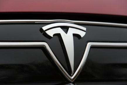 2014-Tesla-Model-S-exterior-badge