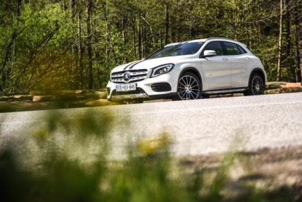 Mercedes-Benz GLA prenova White art edition 5