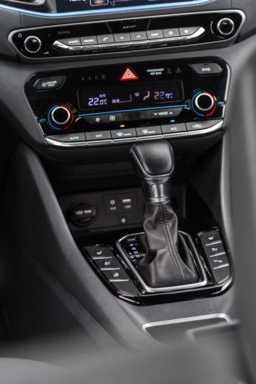 Hyundai_Ioniq_Hybrid_Impress_11