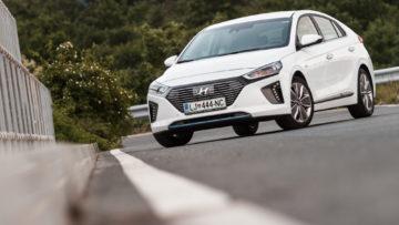 Hyundai_Ioniq_Hybrid_Impress_12