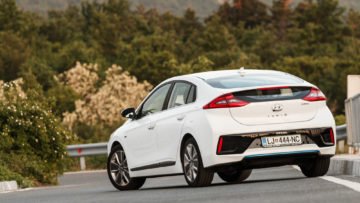 Hyundai_Ioniq_Hybrid_Impress_13