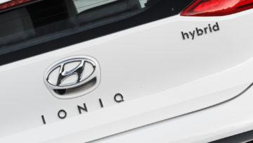 Hyundai_Ioniq_Hybrid_Impress_16