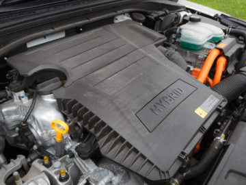 Hyundai_Ioniq_Hybrid_Impress_21