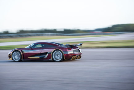 Koenigsegg-Agera-RS-rear-three-quarters-engine-in-motion