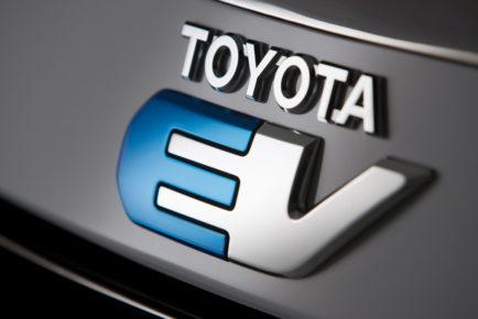Toyota-RAV4-Electric-teaser-1