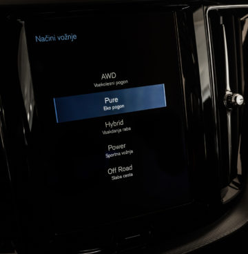Volvo_XC60_T8_R_Design_35