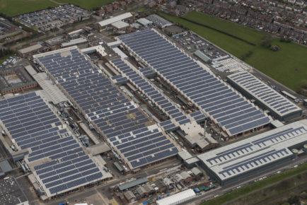 Bentley+factory+with+roof+top+solar+panels