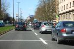 Na mestnih cestah je gneča tudi takrat, ko je po neki preprosti teoriji ne bi smelo biti.