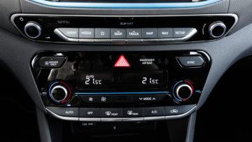 Hyundai_Ioniq_Plug-In_Premium_17_