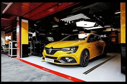 2019-renault-megane-rs-trophy-pumps-300-hp-from-a-new-turbo-engine_13