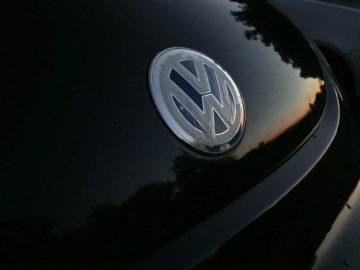 Koncern VAG (Volkswagen AG) je menda prvak v številu aktivnih znamk. In zato je tudi prodajni prvak sveta. Ali pa vsaj drugi, odvisno kako štejete.