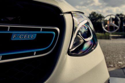Mercedes-Benz GLC F-CELL: Marktstart für weltweit erstes Elektrofahrzeug mit Brennstoffzelle und Plug-in-Hybrid-TechnologieMercedes-Benz GLC F-CELL: Market launch of the world's first electric vehicle featuring fuel cell and plug-in hybrid technology