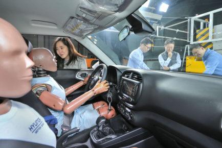 Hyundai_multi-collision airbag system_1