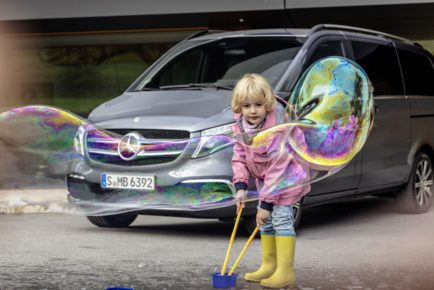 Die neue Mercedes-Benz V-Klasse – Exterieur, Ausstattungslinie EXCLUSIVE, selenitgrau metallic   The new Mercedes-Benz V-Class – Exterior, Design and equipment line EXCLUSIVE, selenit grey metallic