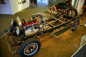 Takole je bilo tja do 20. let prejšnjega stoletja: proizvajalec avtomobilov je izdelal le šasijo in mehaniko, karoseristi so mu nato nekje drugje nadeli obliko.