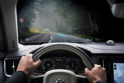 Volvo_Cars_and_Varjo_launch_world-first_mixed_reality_application_for_car_1