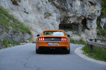 FORD MUSTANG 05