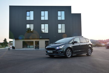 FORD S-MAX 01