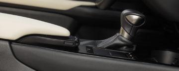 Lexus_UX_250h_Luxury_26