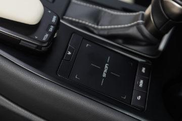 Lexus_UX_250h_Luxury_27