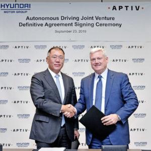 Large-38515-HyundaiMotorGroupandAptivsignedanagreementtoformanautonomousdrivingjointventure.