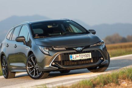 Toyota_Corolla_TS_Hybrid_9008