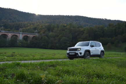 JEEP RENEGADE 01