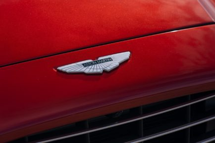 Aston-Martin-DBX_08