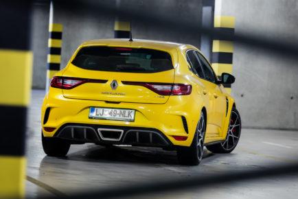 Renault_Megane_RS_300_Trophy_001