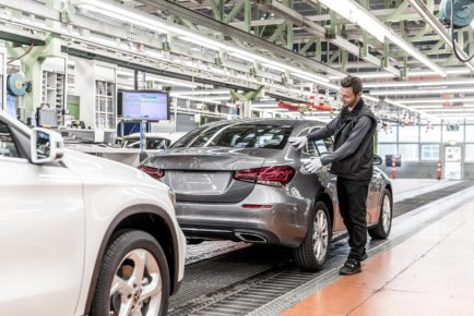 Fünfmillionstes Kompaktfahrzeug aus Rastatt: Produktionsstart der neuen A-Klasse Limousine im Mercedes-Benz Werk RastattFive millionth compact vehicle from Rastatt: Start of Production of the new A-Class Sedan at the Mercedes-Benz plant in Rastatt